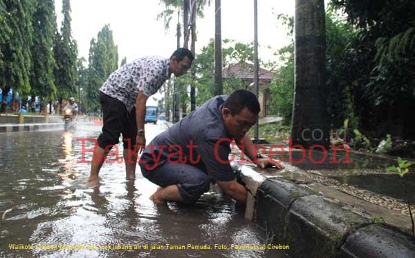 walikota cek drainase di jalan taman pemuda kota cirebon