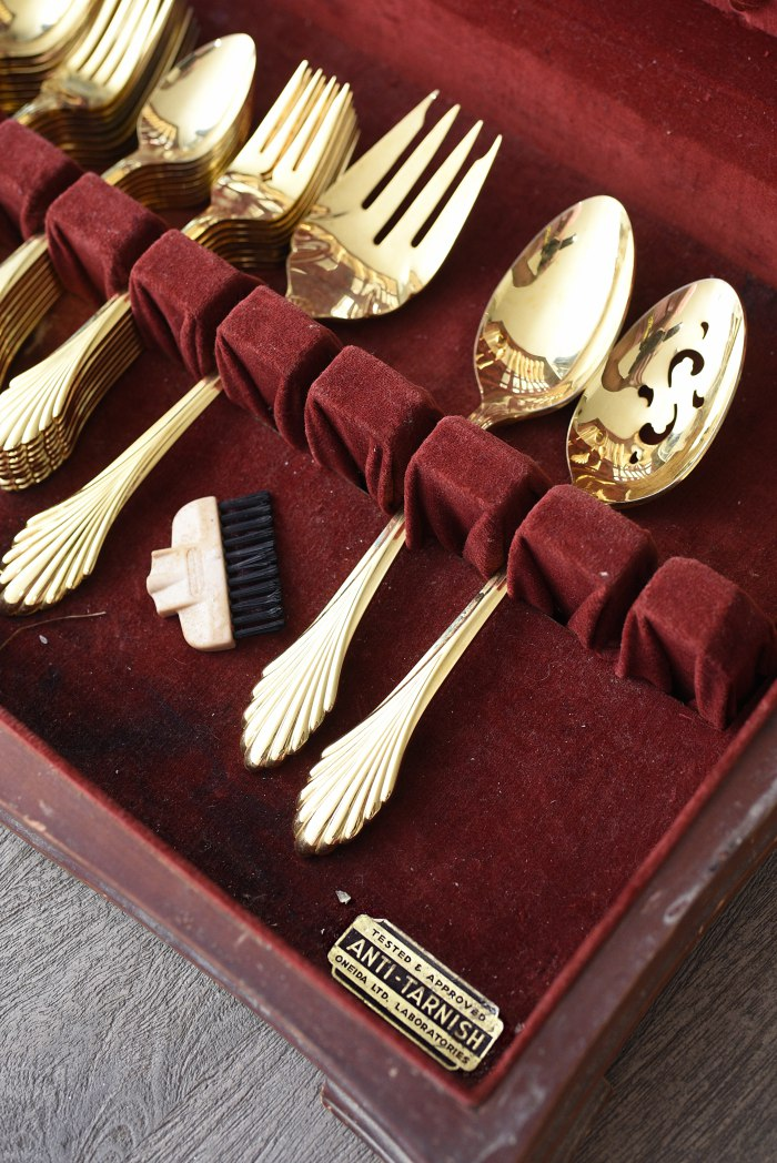 Gold oneida flatware + Tips for shopping for home decor at antique and thrift stores. | via monicawantsit.com
