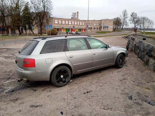 Auto vadītājs avarē rotācijas aplī Daugavpilī 5