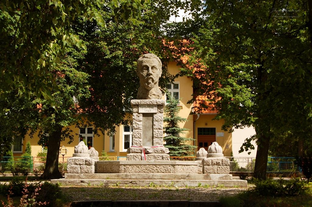Bisztynek, pomnik Henryka Sienkiewicza