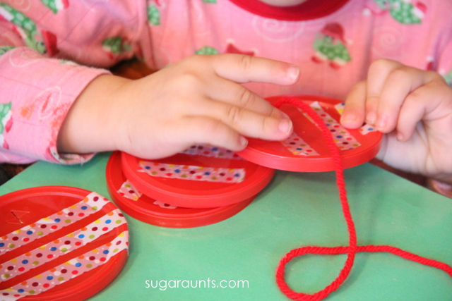 Use this threading activity to help preschool kids work on fine motor skills in a fun Christmas activity that preschoolers will love.
