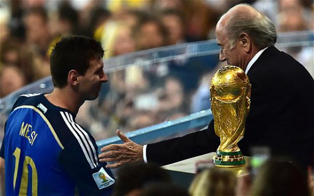 Messi hoảng loạn sợ bị gãy chân, bị xử phũ lỡ hẹn trả nợ cũ World Cup 3