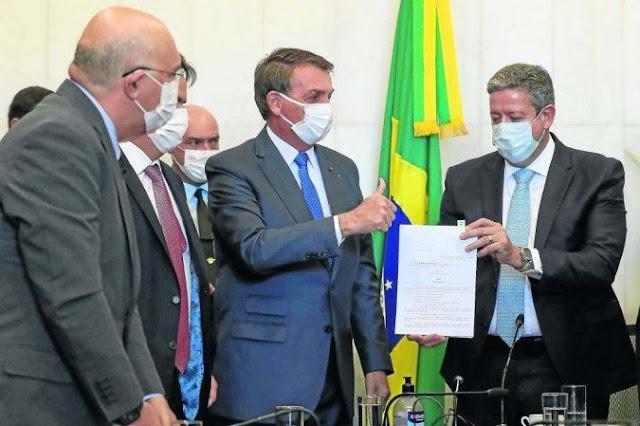 Criado para conter os efeitos econômicos da pandemia,medida provisória e entregue a Arthur Lira pelo próprio presidente Bolsonaro