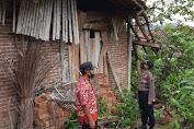 Atap Sebuah Rumah di Rembang Ambruk Akibat Angin Kencang