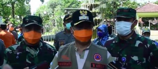 Penyemprotan Disinfektan Secara Serentak Di Kabupaten Madiun