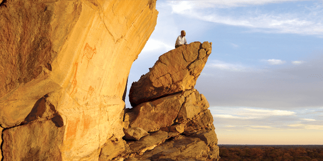 Những cánh đồng đá thuộc vùng núi Tsodilo nằm ở phía Tây Bắc của Botswana là nơi hội tủ của nhiều bức tranh đá cổ xưa nhất thế giới. Tại đây, UNESCO đã thông kê được có khoảng 4.500 bức vẽ trong diện tích 10 km2.