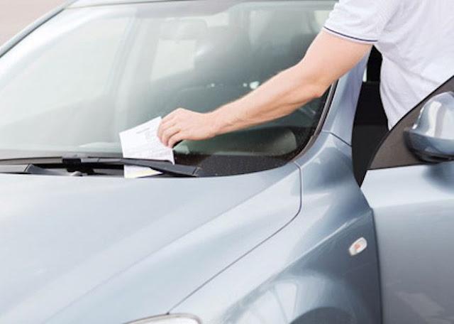 Chi lascia il finestrino dell'auto aperto (durante il parcheggio) verrà multato. Lo stabilisce la Legge.