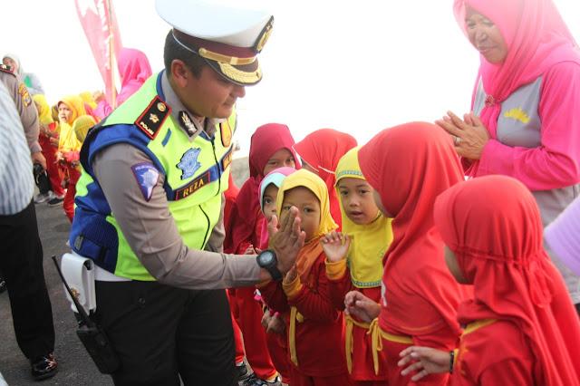 Viral Petang (21/02/2020) Bandar Lampung, Direktorat Lalu Lintas Polda Lampung melakukan asistensi terkait Kampung Tertib Lalu Lintas yang didirikan oleh Satuan Lalu Lintas Polresta Bandar Lampung.