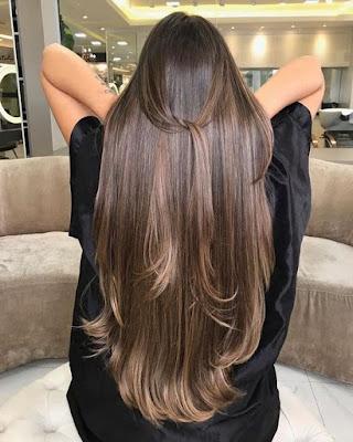 Existem alguns truques e dicas que podem fazer o cabelo crescer mais rápido, como garantir todos os nutrientes que o corpo precisa para formar os fios