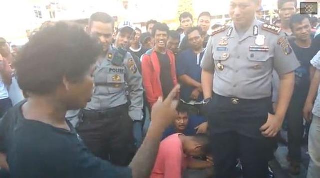 Lucu...!! Anak Jalanan Medan Ini Stand Up di Depan Polisi, Alhasil Semuanya Tertawa