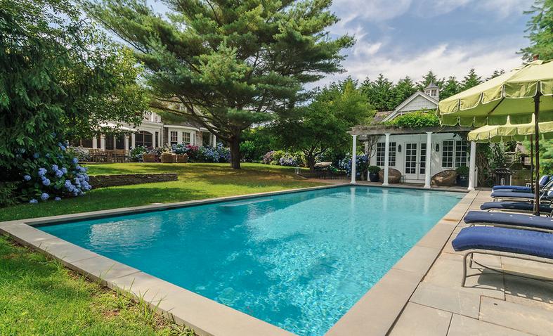 Hampton hostess hamptons pool house for Pool design hamptons