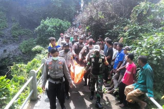 Geger, mayat lansia ditemukan di bawah Air Terjun Tenjong