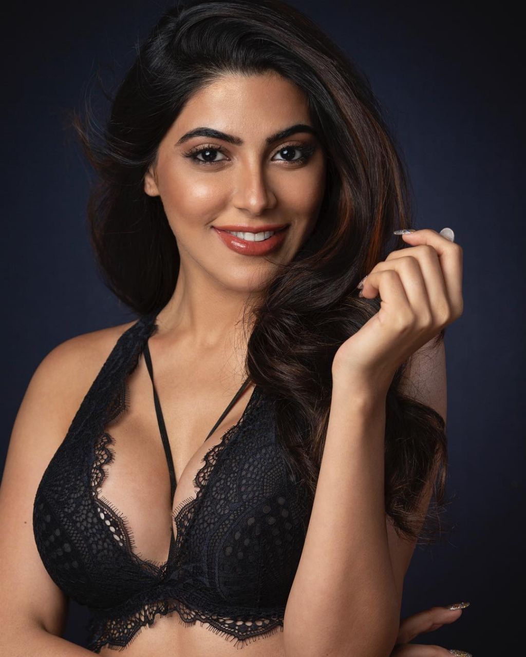 Nikki Tamboli in Black Lingerie Smiling Beauty HD Pics Must See