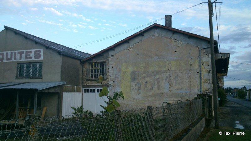 Les murs peints s 39 affichent for Garage renault baillargues