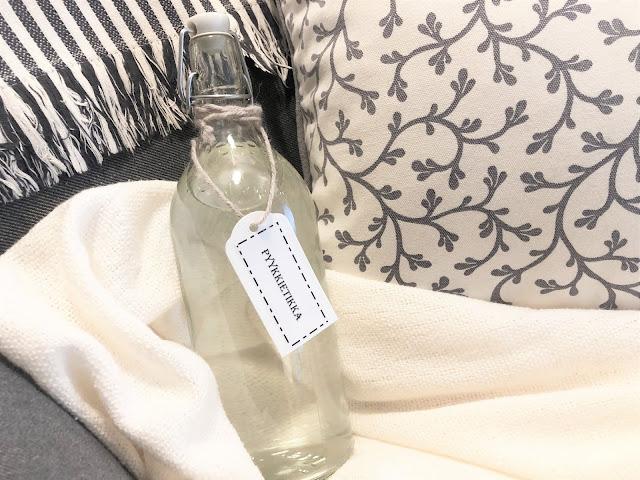 Itse tehty pyykkietikka ja tuunattu pullo