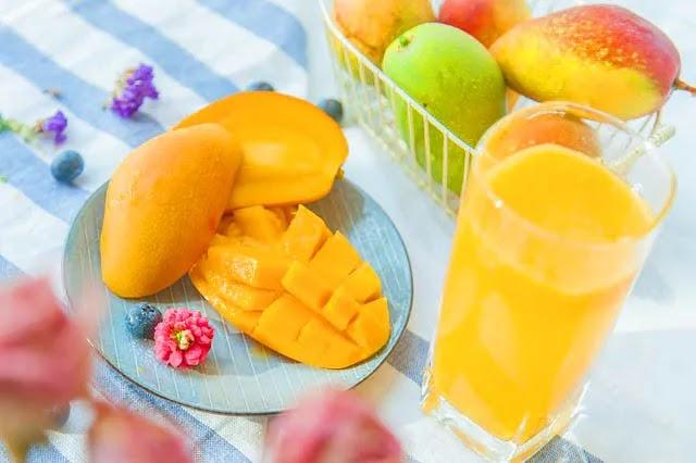 आम के साथ नहीं खानी चाहिए ये 5 चीजें । बन सकती है गंभीर बीमारी।