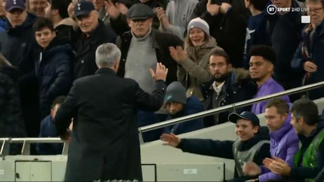 """Tottenham hồi sinh: Mourinho tạo kỳ tích, ăn mừng kiểu """"Người đặc biệt"""" 2"""