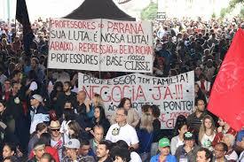 Professores reunidos para manifestações em Curitiba-Paraná.