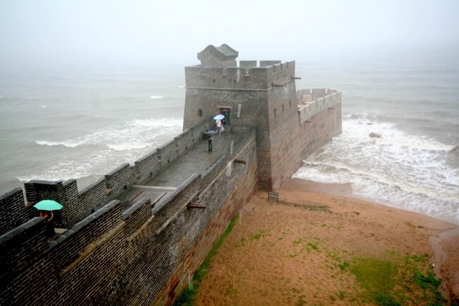 22 Breathtaking Images Of Things You've Never Seen Before - The end of the Great Wall of China
