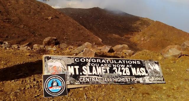 puncak gunung slamet