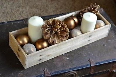centro de mesa navideño en caja de madera