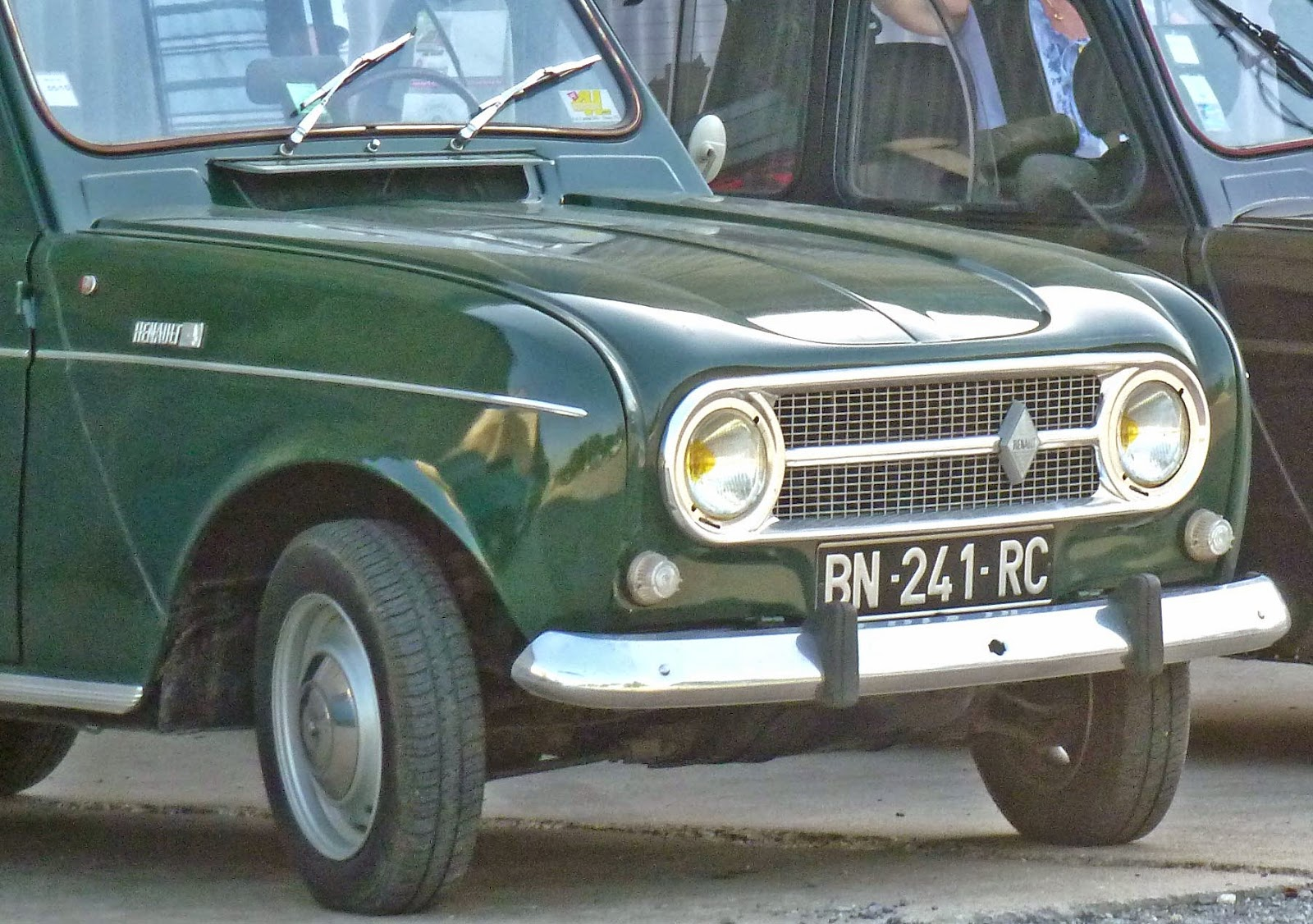 i still sometimes think i d like to own an old renault 4 but i feel like i d need to know how or have the inclination to learn how to work on old  [ 1600 x 1126 Pixel ]