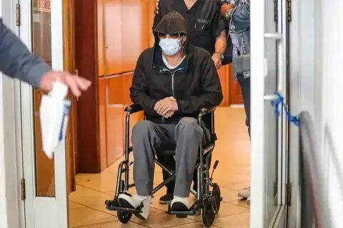Папарацци сняли похудевшего Брэда Питта, которого вывозили из медцентра в инвалидной коляске