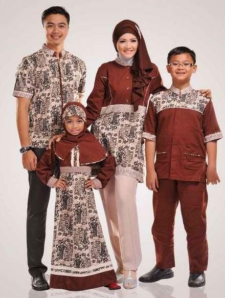 Baju batik muslim sarimbit elegan untuk keluarga