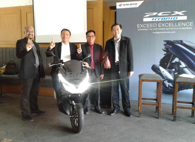Motor Skutik  Berteknologi  Hybrid  Pertama  di Dunia