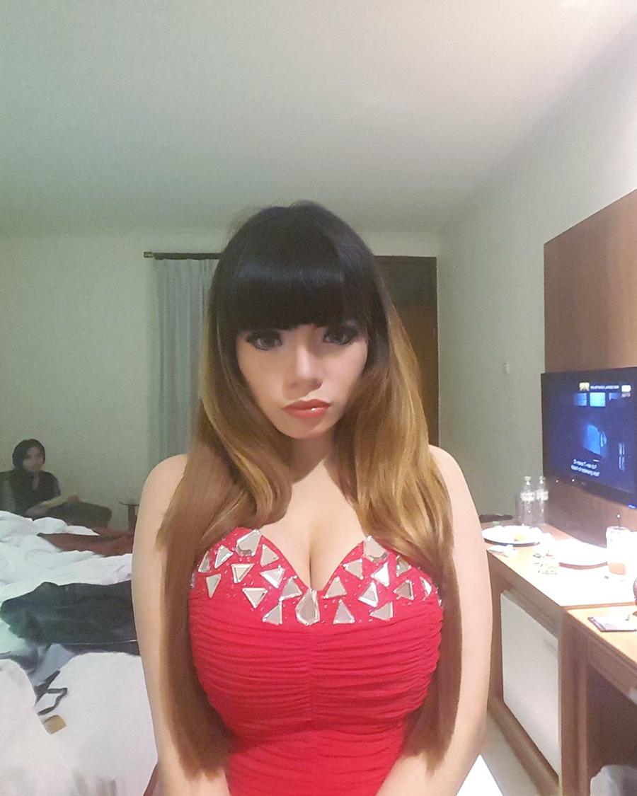 DJ Seksi Dinar Candy artis seksi dan amnis imut