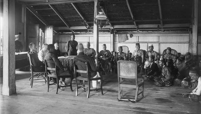 Pertemuan Dewan Hadat Pitue dengan Pemerintah Belanda