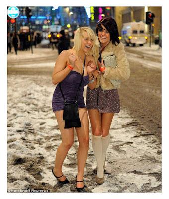Англичанки без колготок зимой