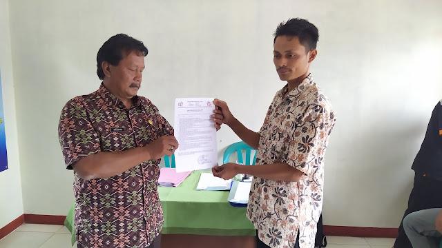 Yanto, Mendaftarkan Diri Sebagai Bakal Calon Kepala Desa Mekarsari