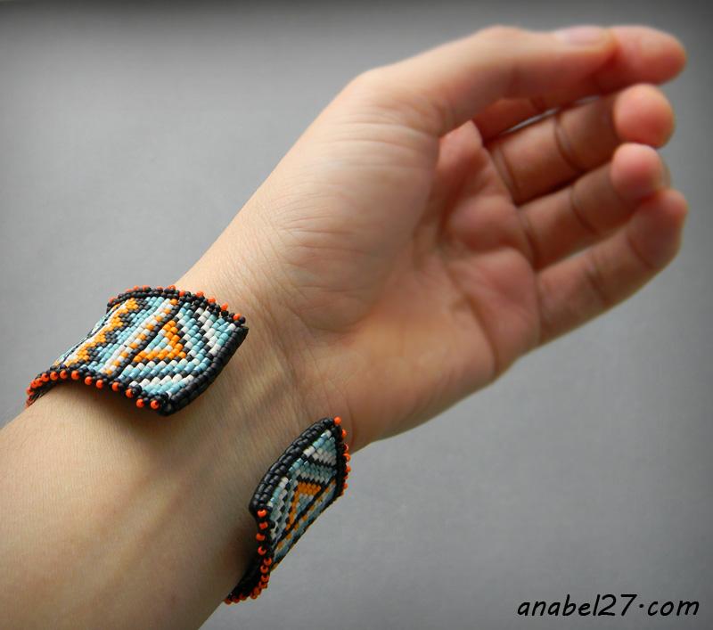 Яркий этнический браслет из бисера