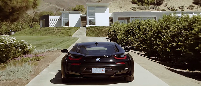 Afrojack - Goneのミュージックビデオに登場する車は、BMW i8