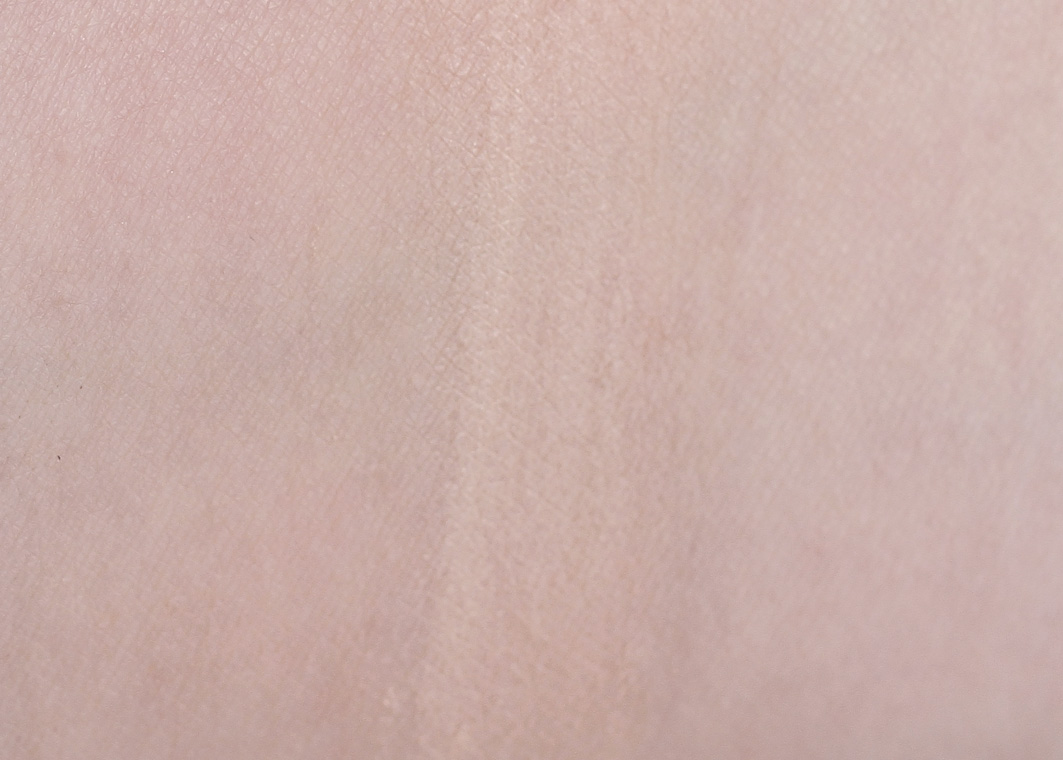 swatch of the light/medium Nude mineral foundation
