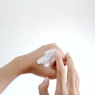 scarlett-whitening-body-scrub-romansa-review