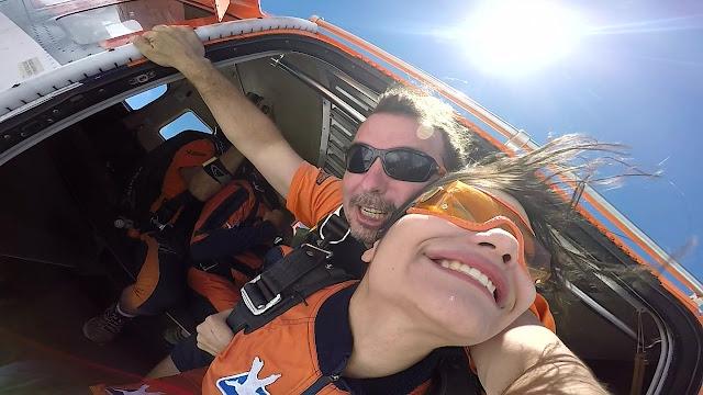 queda livre de salto duplo de paraquedas