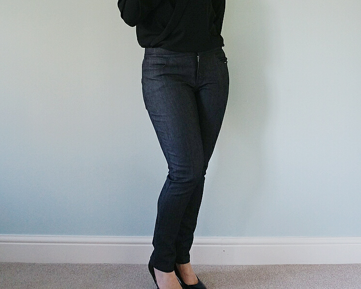 Mid Rise Skinny Ginger Jeans in Black