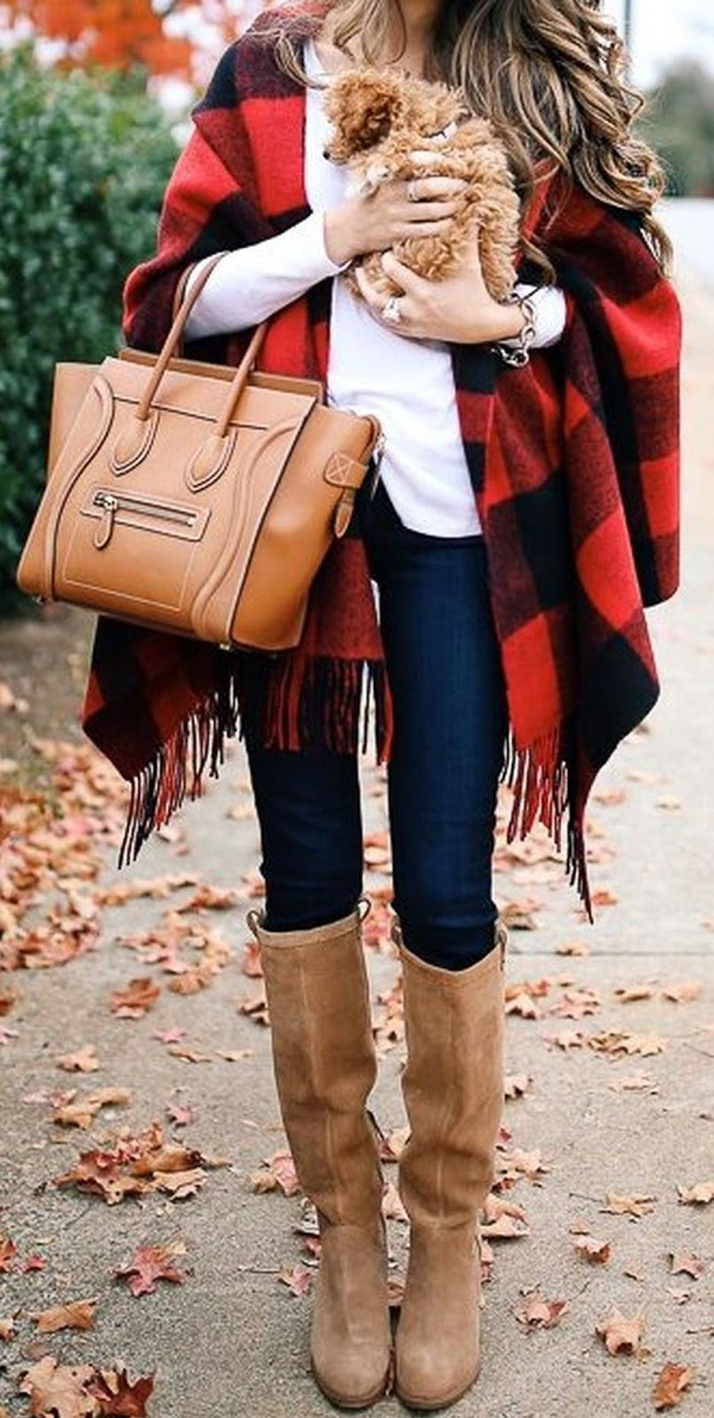 how to wear a plaid poncho : white top + beige bag + skinny jeans + boots