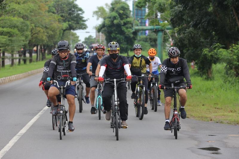 BP Batam Tanam 100 Pohon bersama Komunitas Bersepeda