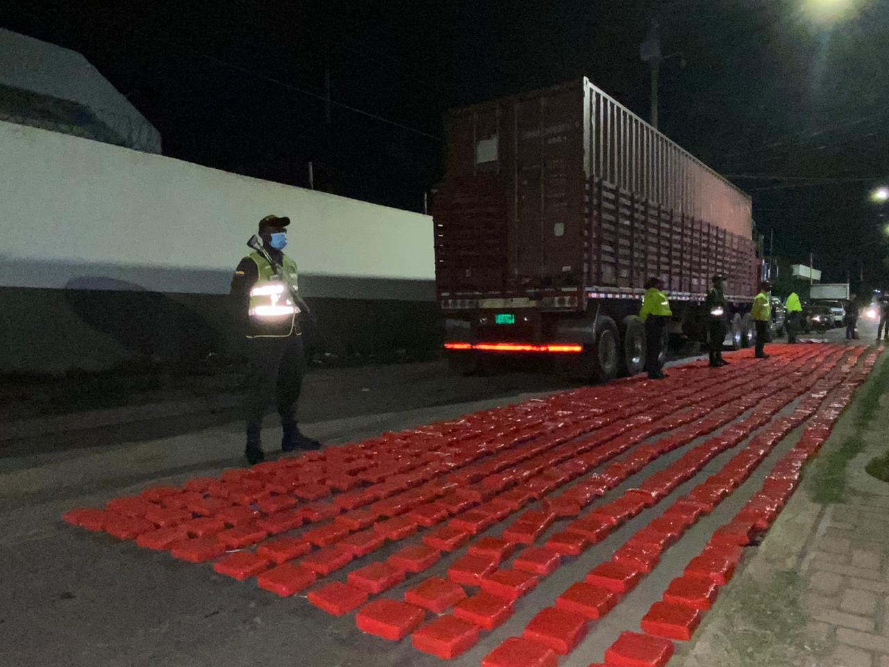 https://www.notasrosas.com/Incautan 505,9 kilos de marihuana de exportación en Maicao