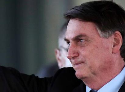 Acuado Bolsonaro tenta enquadrar militares