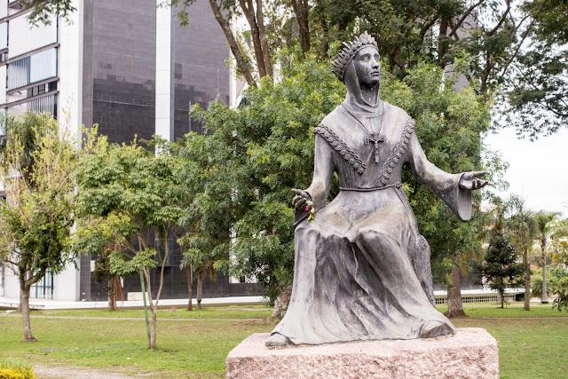 Estátua da Nossa Senhora de Salette