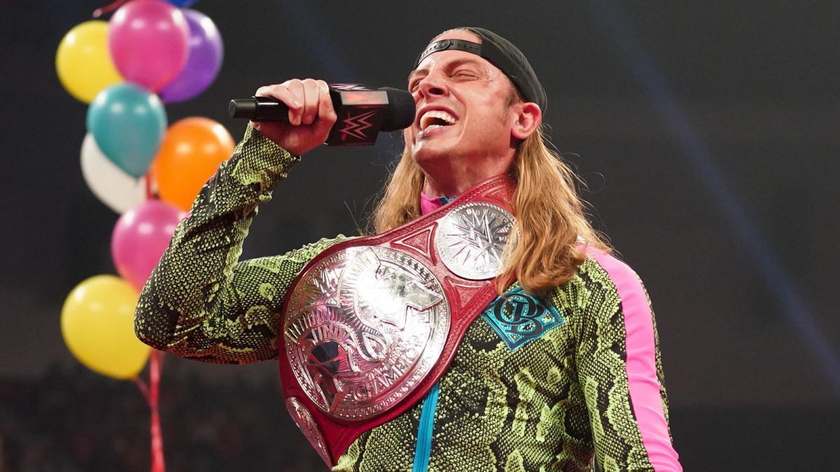 """Riddle está tendo certo """"heat"""" na WWE após comentários sobre Roman Reigns"""