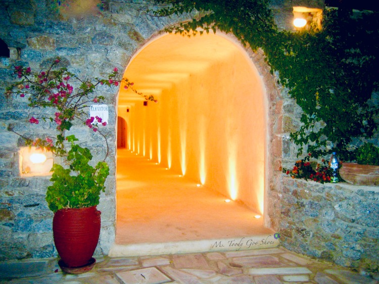#5 of 20 pretty archways around the world; this one spotted in Mykonos, Greece | Ms. Toody Goo Shoes