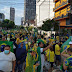 Manifestantes se reúnem no Centro de Manaus para prestar apoio ao presidente Jair Bolsonaro