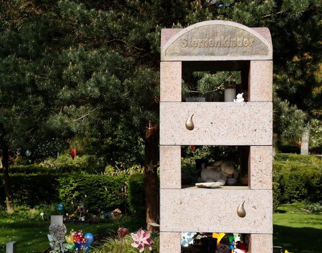 Wo man sein Sternenkind begraben kann: Der Urnenfriedhof Kiel. Hier finden auch Trauerfeiern für die fehlgeborenen Kinder aus den Kieler Kliniken statt.