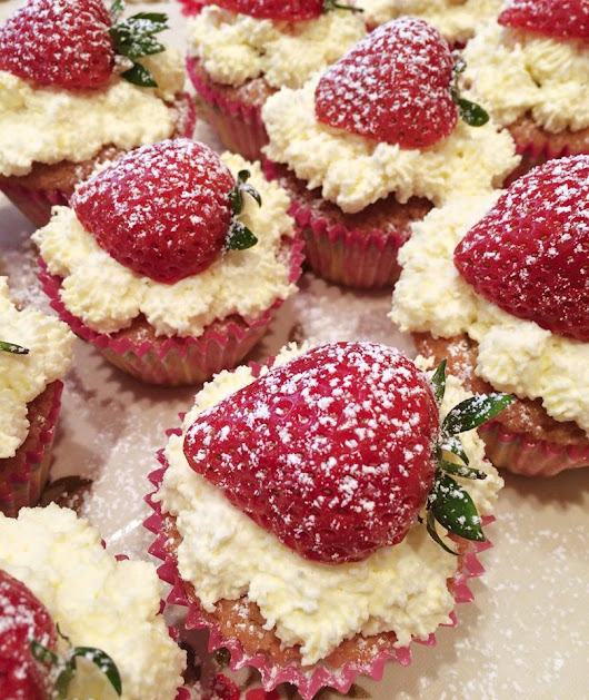 Strawberry and cream cupcakes!