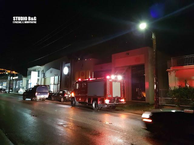 Περιορισμένο μπλάκ άουτ στο Ναύπλιο από φωτιά σε κολόνα της ΔΕΗ